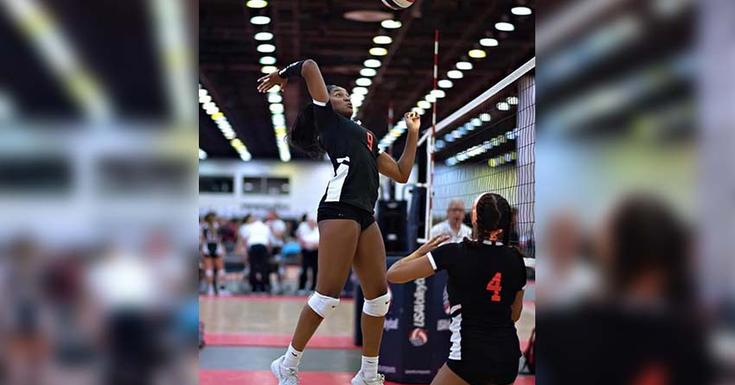 Nicole Hughes playing volleyball before her knee injury
